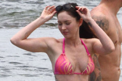 20110624-megan-fox-beach