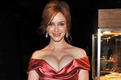0913-christina-hendricks-boobs