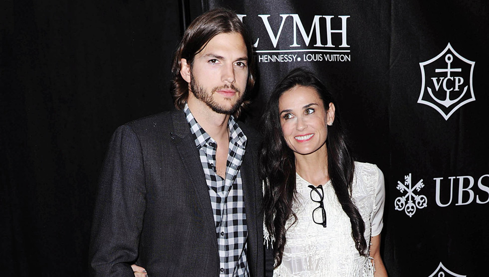 0928-ashton-kutcher-demi-moore-carpet