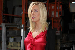 0930-kate-gosselin-warehouse
