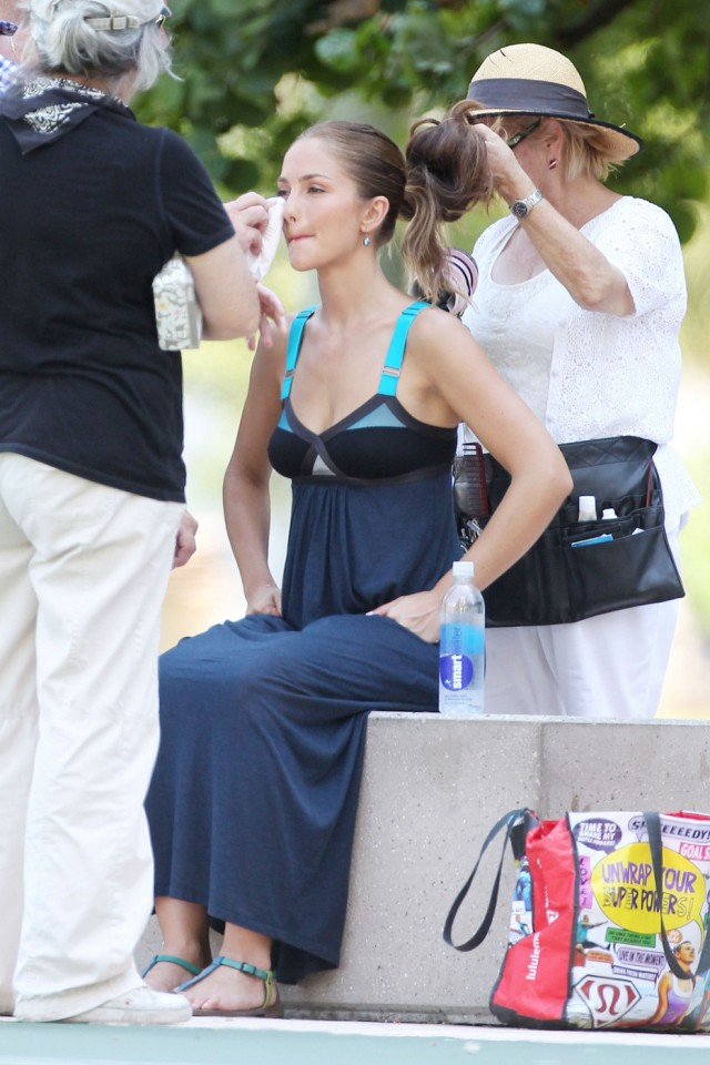 "ANGELS ON BREAK - Actress Minka Kelly takes a break from filming scenes for the reboot of  1970s TV show, ""Charlie's Angels"" in Miami"