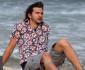 1002-ashton-kutcher-beach