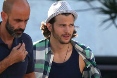 1007-ashton-kutcher-set