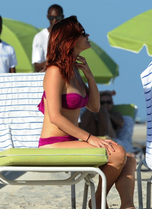 Jessica Sutta, former member of the Pussycat Dolls, shows off her fit bikini body while on the beach with a friend in Miami