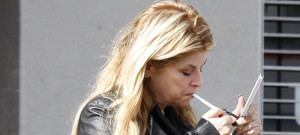 1123-kirstie-alley-smoke