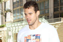 1128-kris-humphries-purse