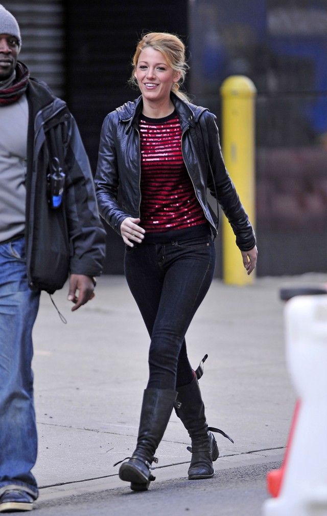 """Gossip Girl"" Blake Lively, is all smiles as she walks on the set of her hit CW series in New York City"