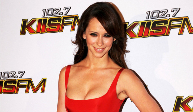 1205-jennifer-love-hewitt-jingle-ball
