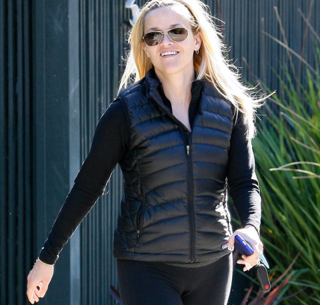 1208-reese-witherspoon-cameltoe
