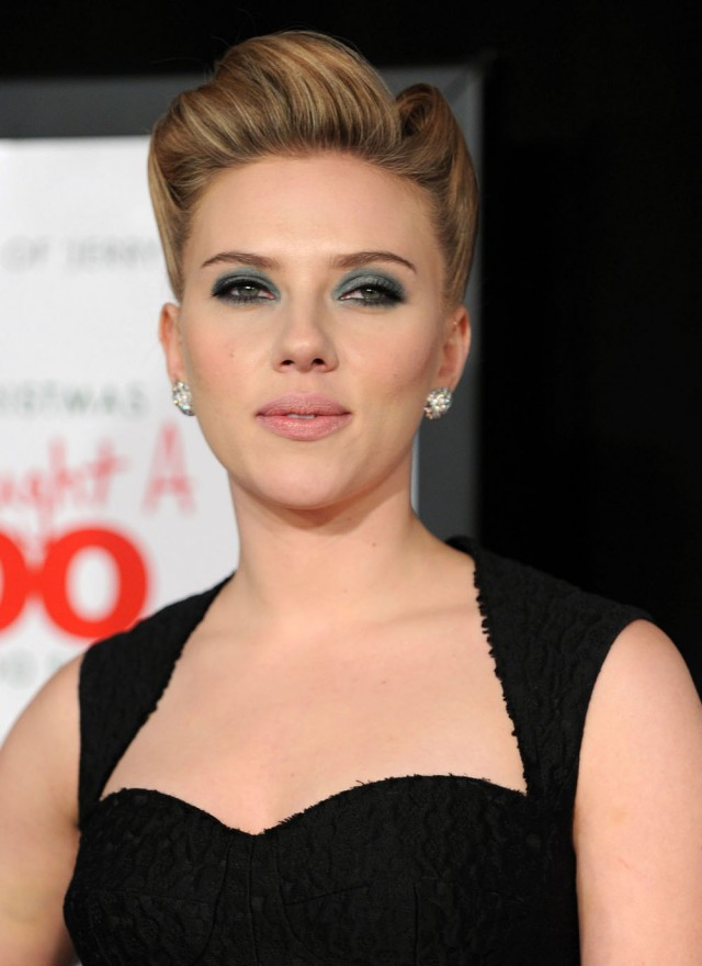 Scarlett Johansson at We Bought a Zoo premiere