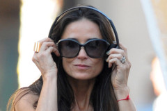 0125-demi-moore-direct