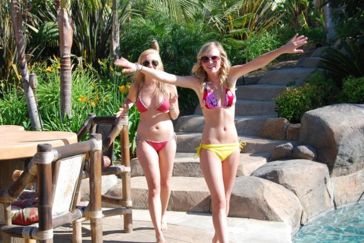 Britt robertson bikini video
