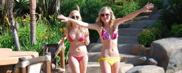 0128-britt-robertson-bikini