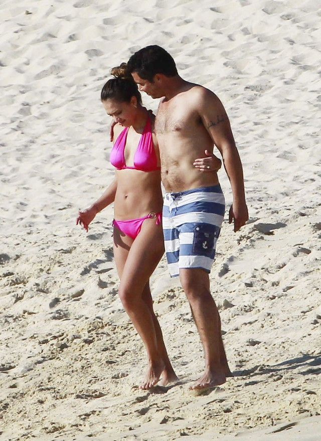 Jessica Alba Shows Off Post Pregnancy Beach Bod In Bikini!