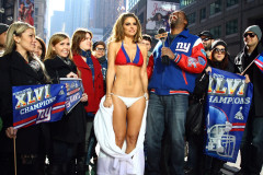0207-maria-menounos-giants