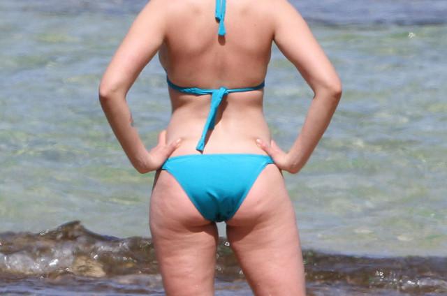 0213-scarlett-johansson-bikini