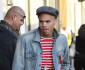 0215-chris-brown-shopping1