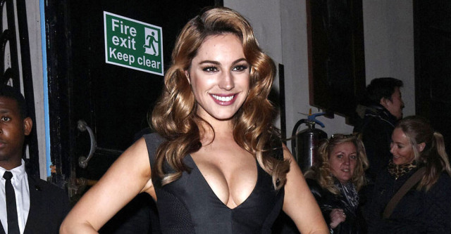0221-kelly-brook-black