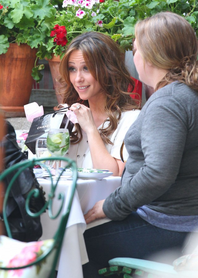 Jennifer Love Hewitt Celebrates Her Birthday At The Ivy