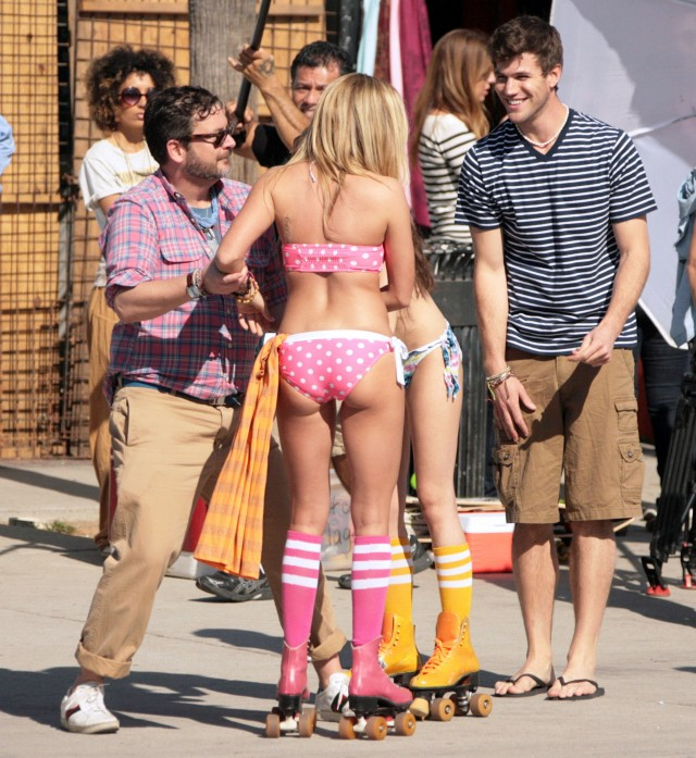 Ashley Tisdale, Sarah Hyland, Austin Stowell And Matt Lanter On A Photo Shoot