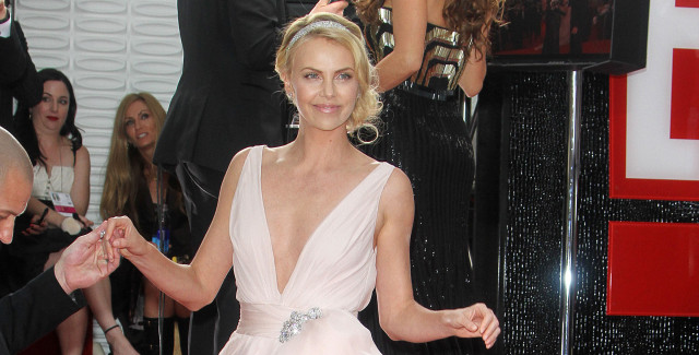 0312-charlize-theron-globes