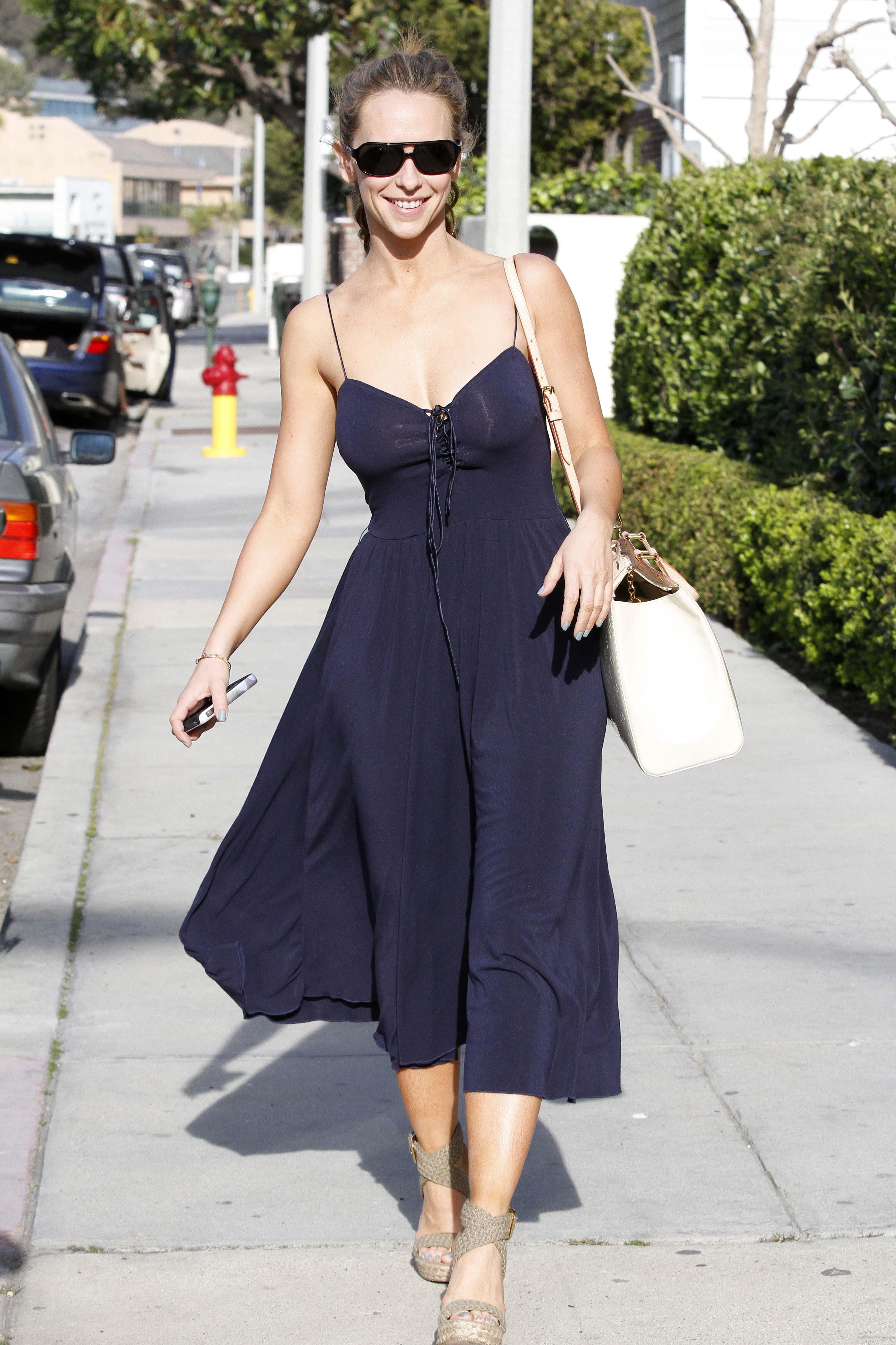 Jennifer Love Hewitt Looking Hot in Malibu