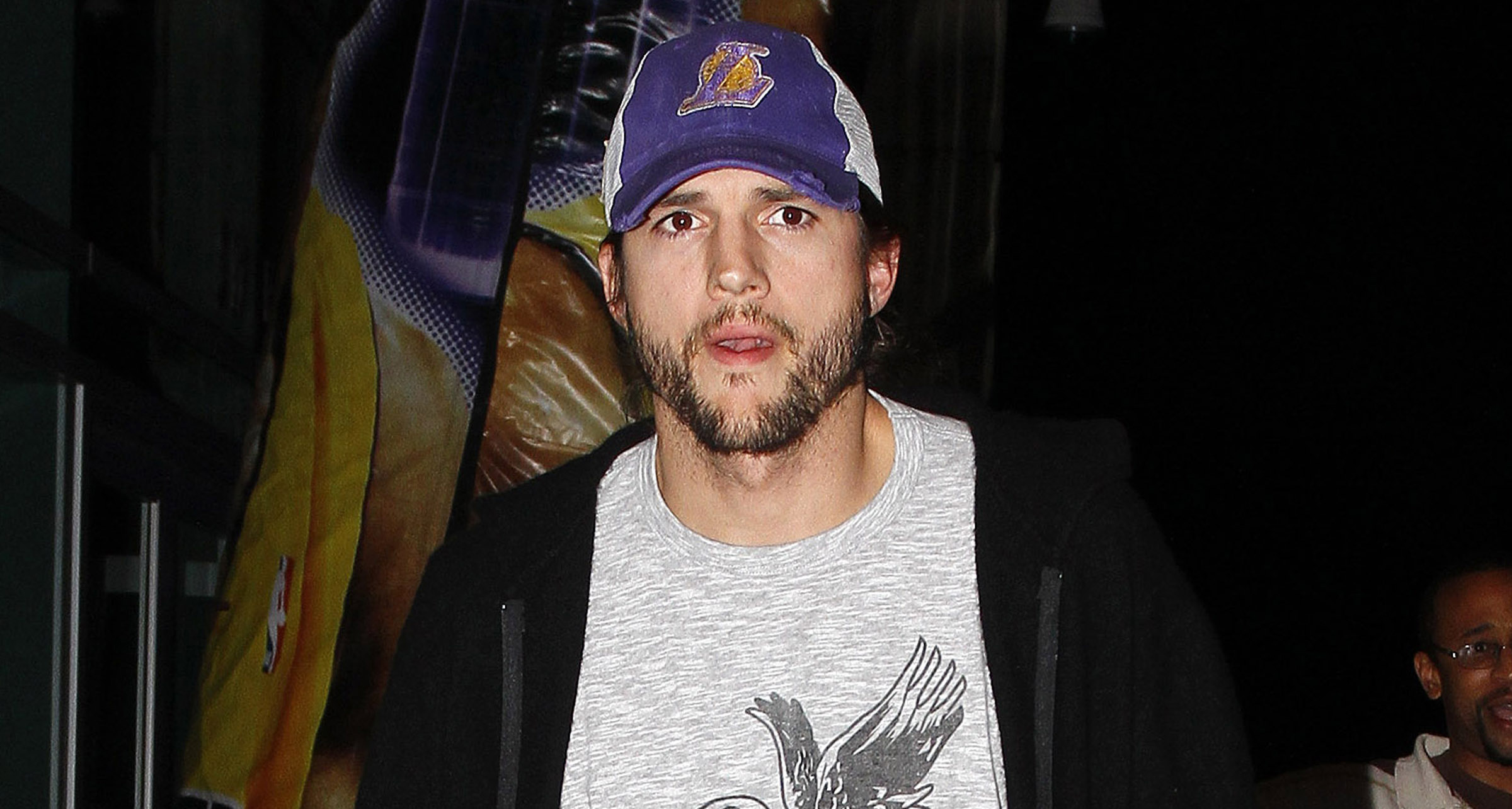 ashton-kutcher-lakers-0320