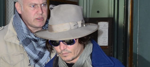 johnny-depp-apartment-exit-0321