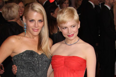 michelle-williams-busy-philipps-oscars-0328