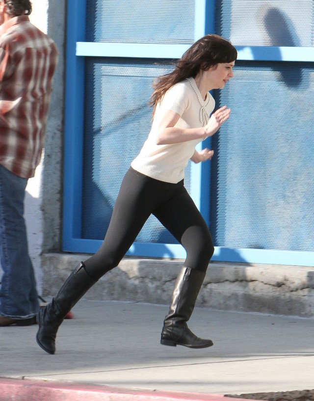 Zooey Deschanel On The Set Of 'New Girl' | 111024 | Photos | The ...