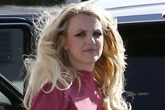 britney-spears-stare-0411