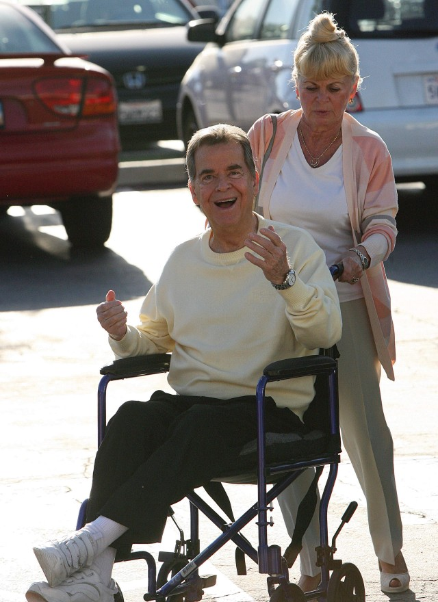 Dick Clark Shows He's Truely Young At Heart!