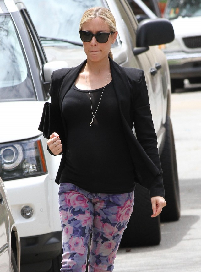 Pregnant Kristin Cavallari Heads To Lunch