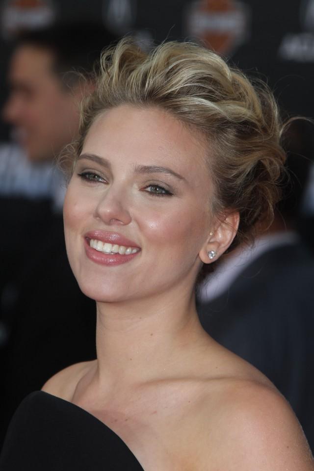 "Scarlett Johansson at ""Marvel's The Avengers"" Premiere in ... Scarlett Johansson Movies"