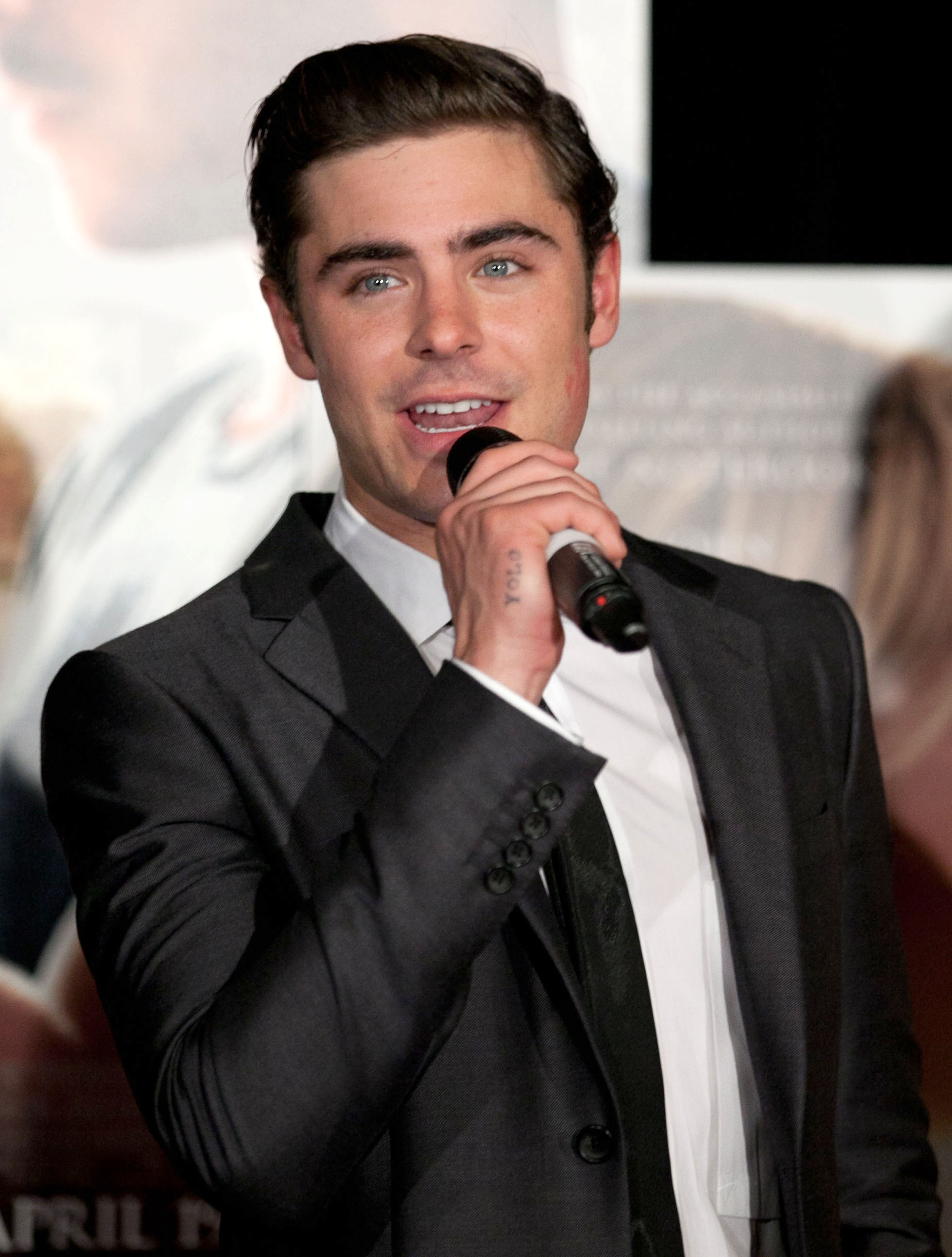 Dating zac efron in Melbourne