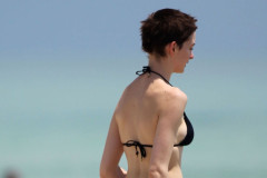 anne-hathaway-bikini-0511