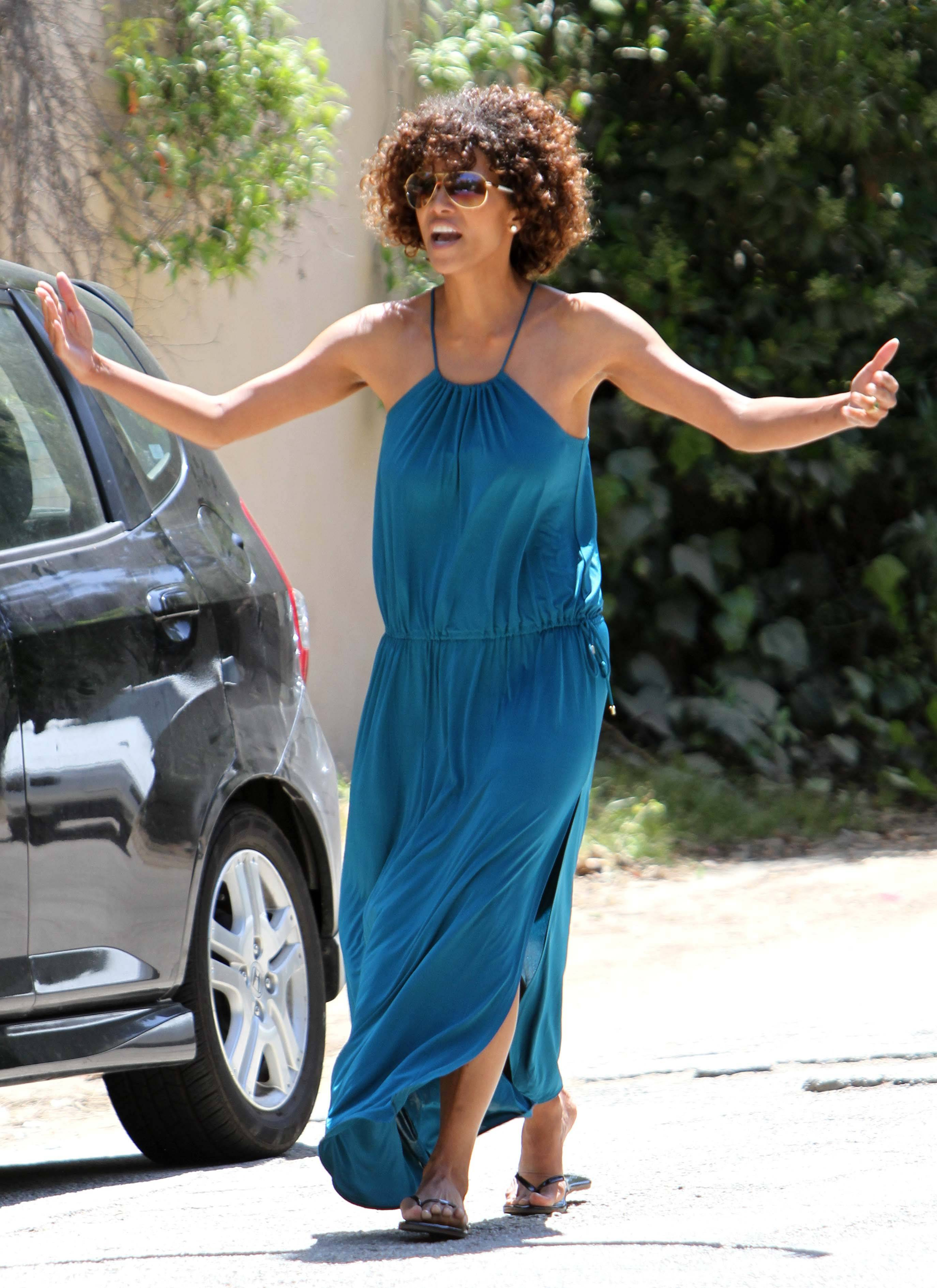 Halle Berry Super Beautiful In Blue Even When Bitchy ...