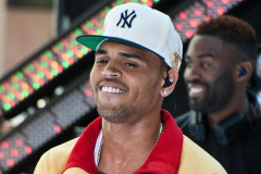chris-brown-ny-perform-0615