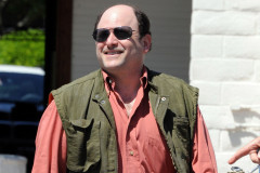 jason-alexander-walking-0604