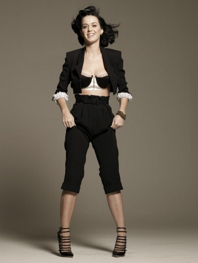 katy-perry-bra-outtakes-29