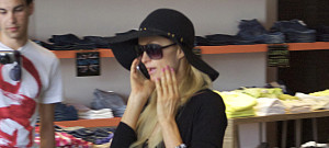 paris-hilton-shop-0627