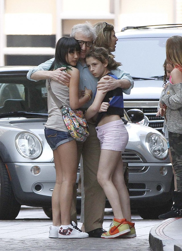 woody allen soonyi and daughters at the beverly wilshire