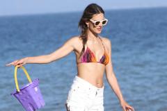 alessandra-ambrosio-bikini-beach-0709
