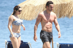 kelly-brook-ischia-bikini-0710