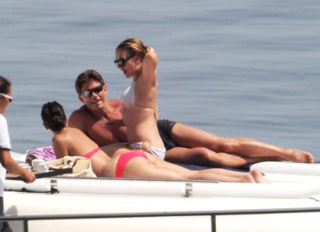 Scarlett Johansson Shows Off Her Bikini Body
