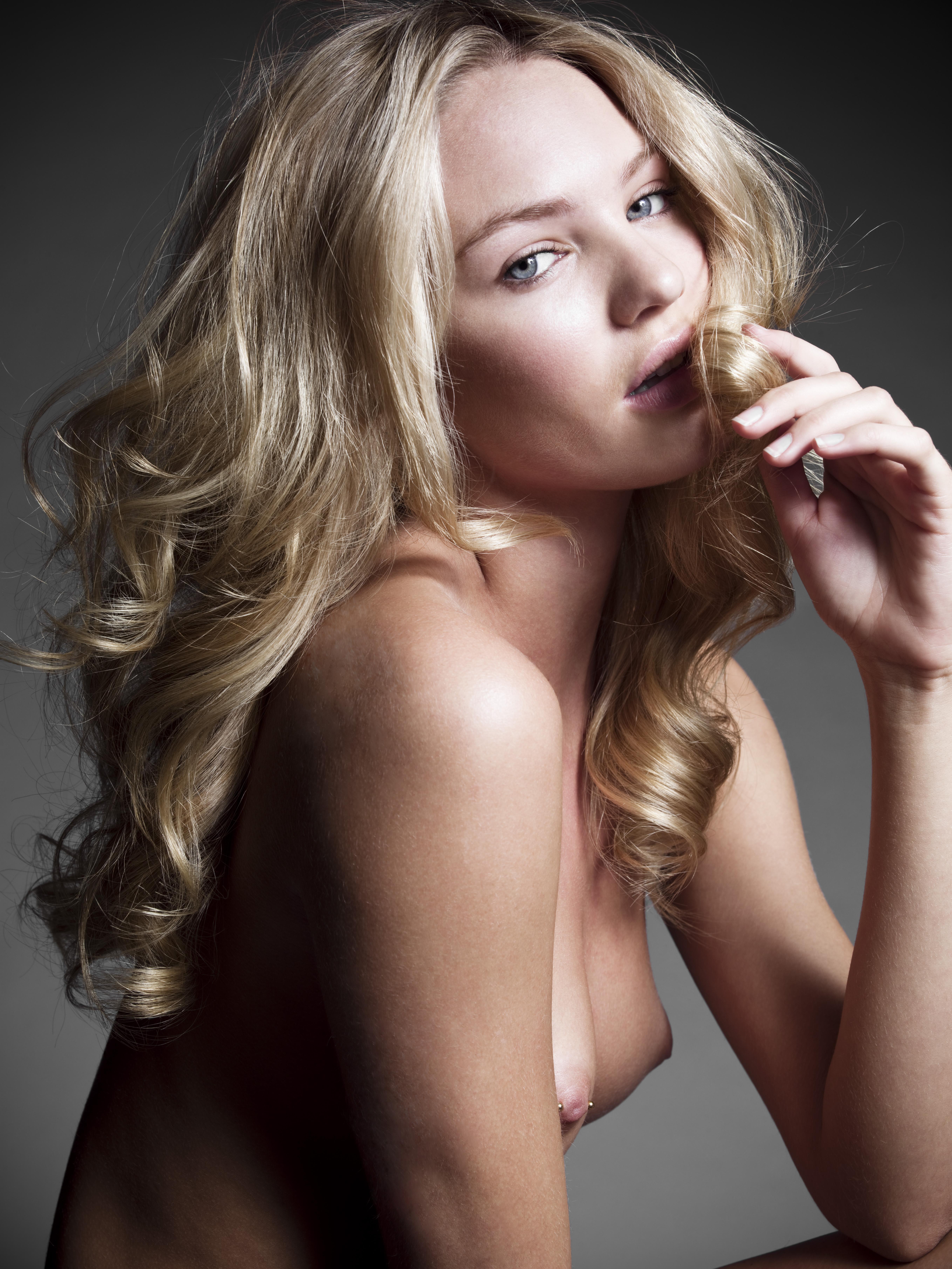 piercing gade hooker blond
