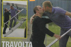 john-travolta-gay-kiss-0829