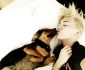 miley-cyrus-dog-kiss-0827