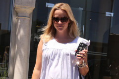 reese-witherspoon-spa-0808