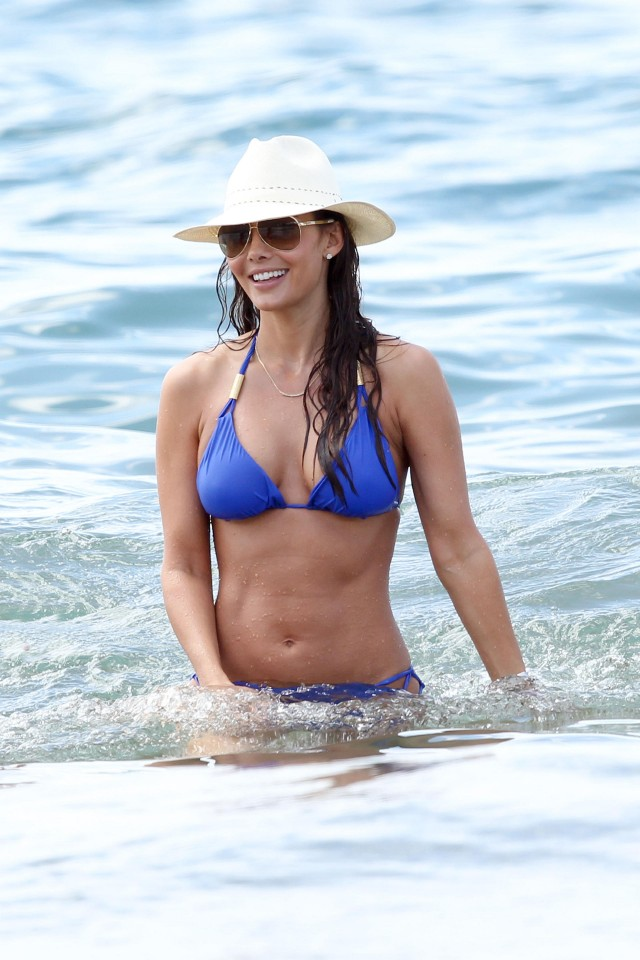 Ali Landry Showing Off Her Hot Bikini Body!